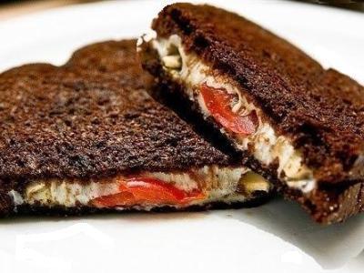 горячие бутерброды с черным ржаным хлебом