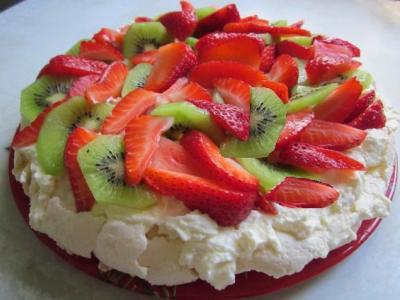торт безе с ягодами и фруктами в домашних условиях