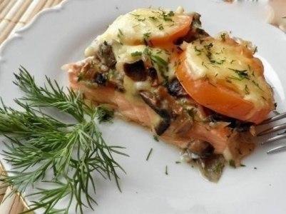 форель с грибами, помидорами, сыром в духовке