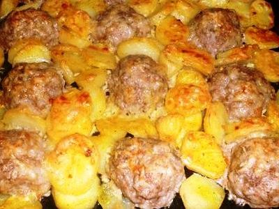 картофель с фрикадельками в духовке, рецепт