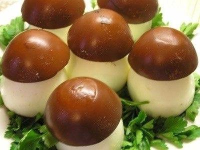 Грибочки - яйца фаршированные печенью трески или шпротами