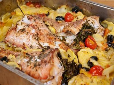окунь запеченный в духовке с картофелем, запечь окуня с картошкой в духовке