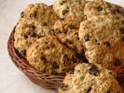овсяное печенье с кусочками шоколада и изюмом