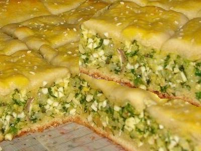 пирог с рисом, яйцом и зеленым луком