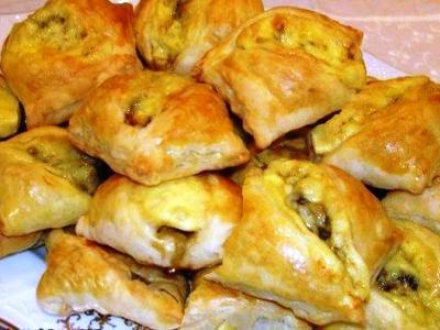 пирожки из готового слоеного теста в духовке