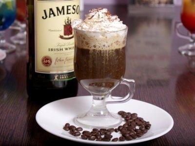 рецепт как приготовить кофе с коньяком и взбитыми сливками