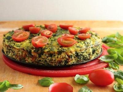 омлет со шпинатом и сыром, рецепт омлета фритатты со шпинатом, кабачками и сыром