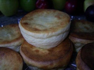 рецепт приготовления вкусных сырников из творога с манкой с начинкой