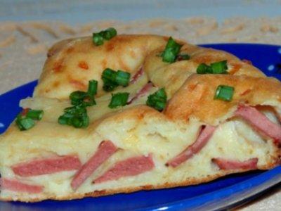 быстрый заливной пирог с сосиской и сыром на кефире. Рецепт