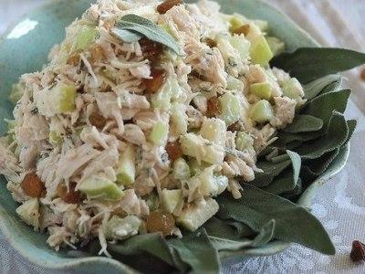 салат с сельдереем и курицей и яблоком