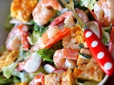 салат с жареными яичными блинчиками