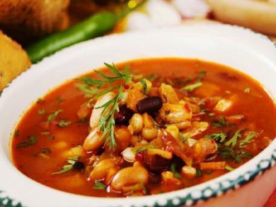 суп с консервированной фасолью и грибами