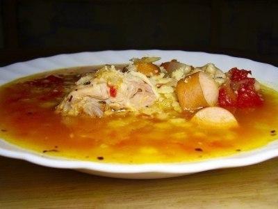 томатный суп с консервированной фасолью и сосисками