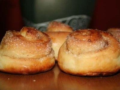 вкусные сдобные булочки с корицей