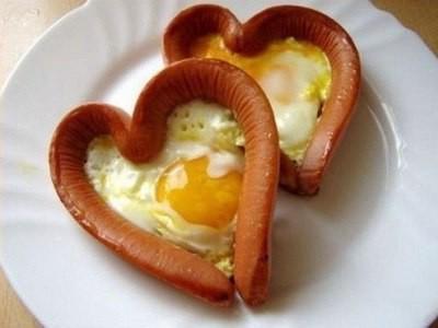яичница в сосиске сердечком, сердечки из сосисок с яйцом