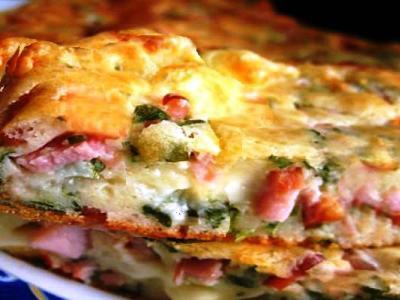 Заливной пирог на кефире с колбасой и сыром
