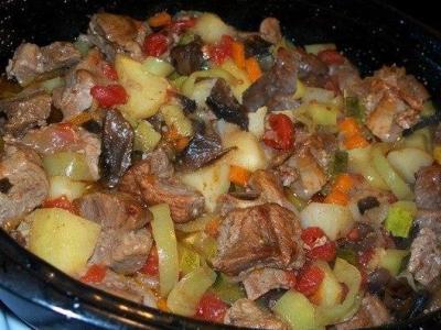 жаркое из мяса, картошки и грибов в мультиварке
