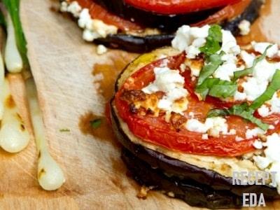 баклажаны с помидорами в духовке под сыром