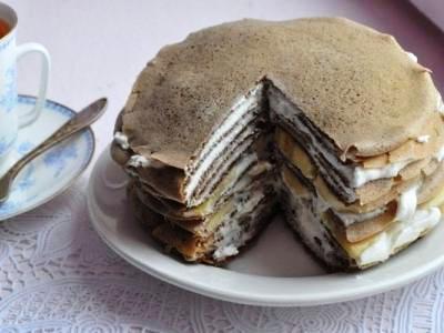 блинный торт с творожным кремом и бананами