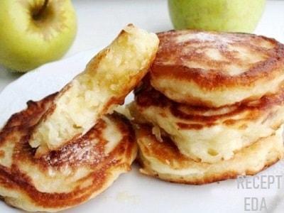 блины с яблоком в тесте на кефире