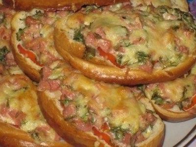 бутерброды с колбасой сыром и помидором