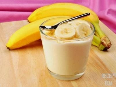 десерт с йогуртом и бананом