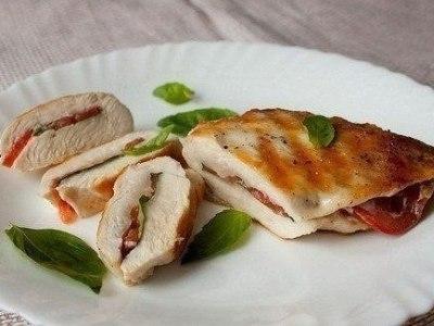 Куриные кармашки с овощами на сковороде