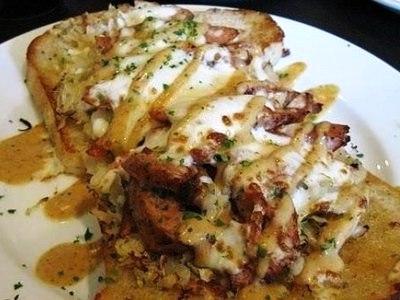 Горячие бутерброды с курицей в духовке