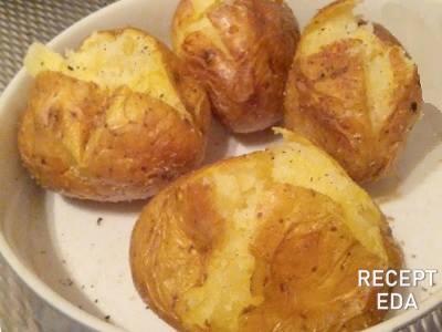 Как сварить картошку в микроволновке в мундире