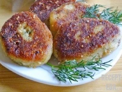 картофельные котлеты с грибами и луком
