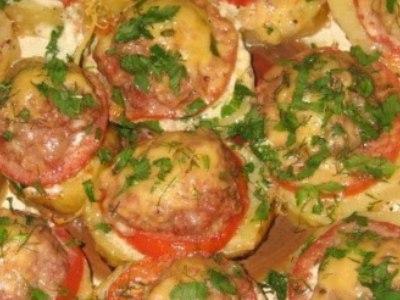 картошка с фаршем и помидорами в духовке