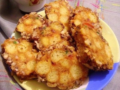 Десерт колбаска из кукурузных палочек и сгущенки