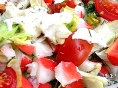 крабовый салат с капустой и помидорами
