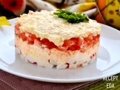 крабовый салат с помидорами и яйцами