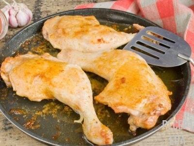 курица с лимоном на сковороде
