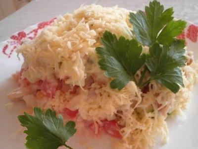 салат с курицей помидорами огурцами и сухариками