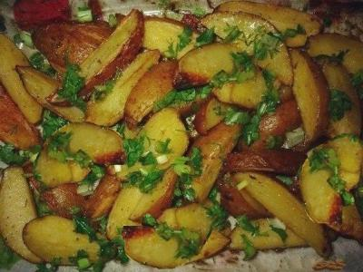 молодая чесночная картошка