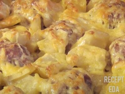 мясные ежики в духовке с картошкой