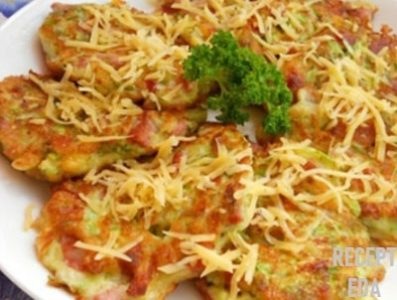 оладьи из кабачков с сыром и колбасой