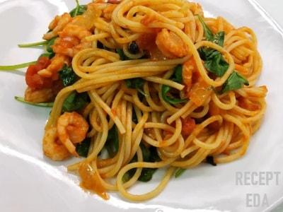 паста с креветками и шпинатом