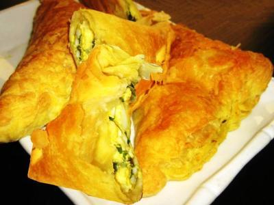 как приготовить пирожки слоеного теста зеленым луком