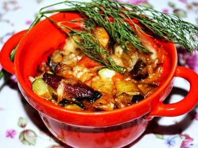 Овощное рагу из баклажанов, кабачков и капусты с картошкой