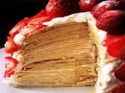 Блинный торт с творогом и свежей клубникой. Творожно сметанный крем