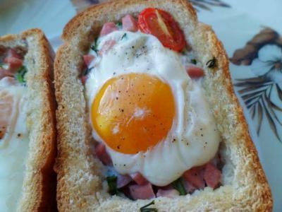 горячие бутерброды с колбасой и яйцом в духовке