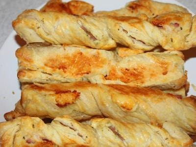 слойки из слоеного теста с курицей и сыром