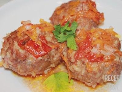 Тефтели с рисом в томатном соусе в духовке