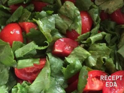 Салат из кресс-салата с помидорами