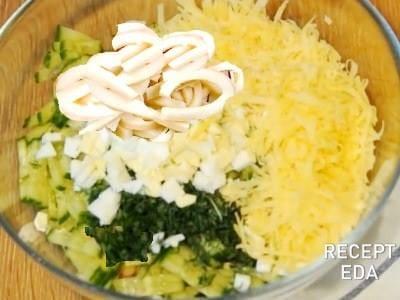 салат кальмары с яйцом и огурцом сыром