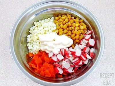 салат крабовый с кукурузой и помидорами