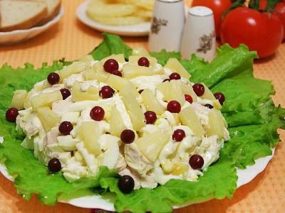 ананасовый салат с куриной грудкой